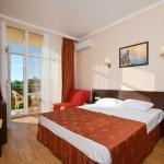 бронировать путевку онлайн отель в центре Витязево Эмеральд с бассейном у моря