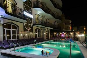 семейный отдых на юге отель Роял в Витязево у самого моря с бассейном