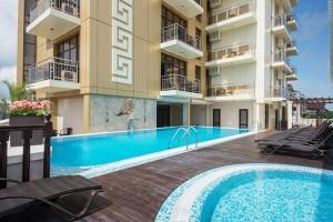снять номер в отеле с открытым бассейном в центре Витязево у моря Аврора