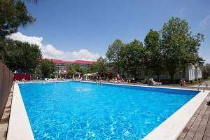 забронировать отель с бассейном Олимп с бассейном Шведский стол в Джемете у моря