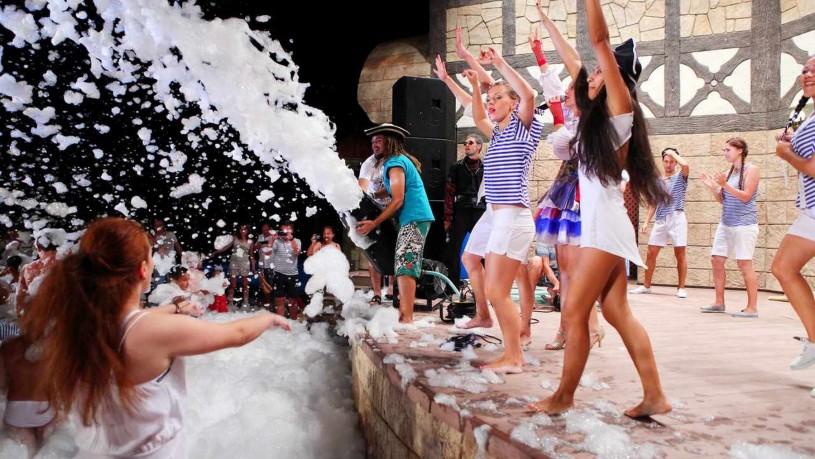 ночной молодежный отдых отель на берегу моря 5 звезд Довиль отдых дорого в Анапе
