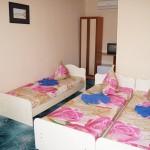 номера эконом частная гостиница Скала в центре Джемете у моря