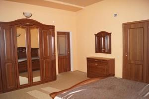 забронировать квартиру с кухней частная гостиница Скала в центре Джемете у моря