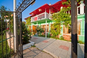 забронировать путевку недорого база отдыха Одиссей семейный отдых в Крыму