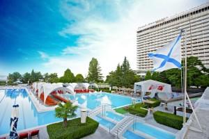 гранд-отель Жемчужина в центре Сочи с бассейном у самого моря