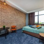 Бетон Брют отдых в Анапе в стиле лофт Джуниор Сьют вид территория спальня