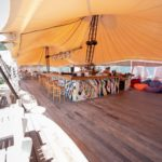 гостиничный комплекс Вилла Алла на берегу моря с бассейном и питанием недорого с автостоянкой кафе на пляже