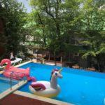 гостиничный комплекс Вилла Алла на берегу моря с бассейном и питанием недорого с автостоянкой открытый бассейн